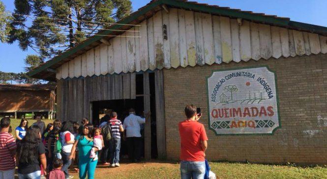 Dom Sergio Arthur Braschi, bispo referencial da Dimensão Missionária no Paraná, visita  aldeia indígena Kaingang  em Ortigueira
