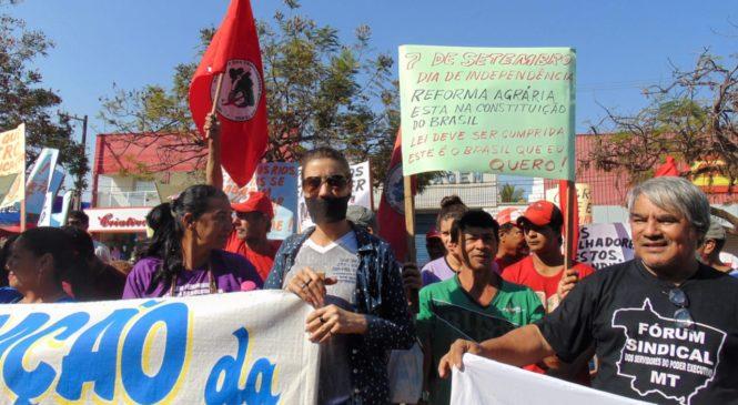 Participantes do Grito enfrentam proibição da prefeitura e protestam nas ruas de Cáceres (MT)