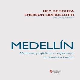 O livro MEDELLÍN: MEMÓRIA, PROFETISMO E ESPERANÇA NA AMÉRICA LATINA, da Editora Vozes chega às  mãos do Papa Francisco.